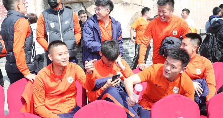 肖智无缘加盟山东泰山,锋线人员再次缩水,新赛季或变阵