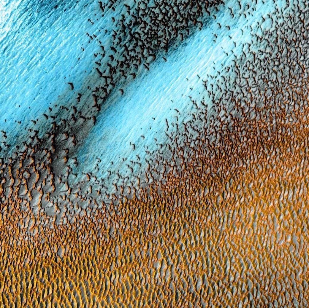 美国探测器在火星北极拍到壮观的景观,令人叹为观止