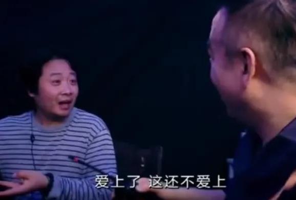 42岁的高圆圆和赵又廷,在片场手拉手嘟嘟嘴,像热恋情侣