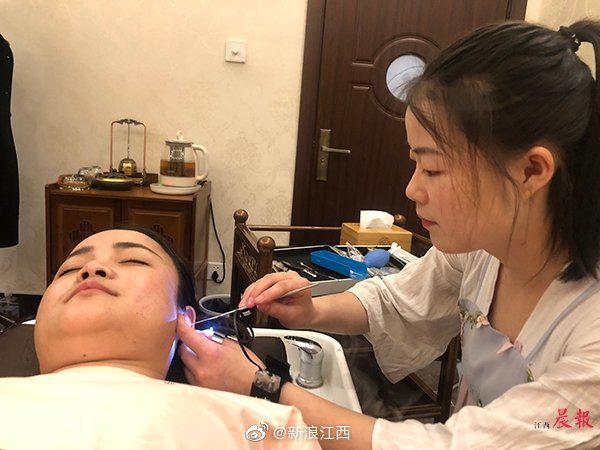 近两年南昌新增300余家采耳店 医生提醒:频繁采耳容易引起外耳道炎症