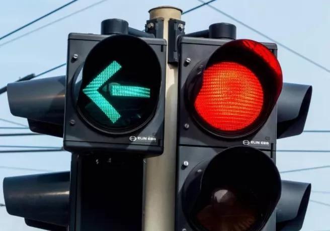 货车司机请注意:新国标红绿灯这样看,否则6分就没了!