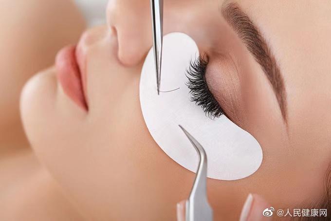 爱美女性如何判定自己的眼部是否感染螨虫呢?