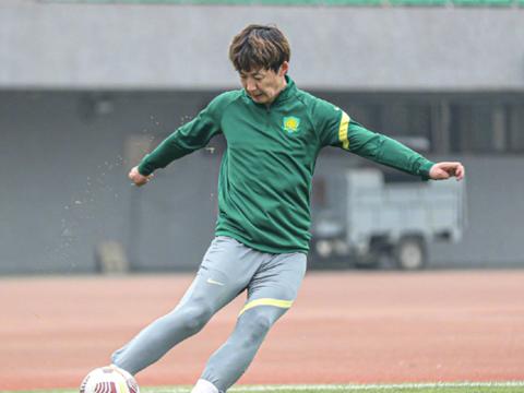 北京国安足球俱乐部迎来一个好的消息:朴成开始回到球场训练