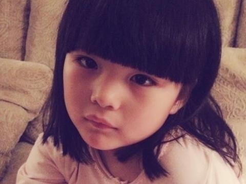 10岁王诗龄开学变化大,撕掉胖子标签瘦出锥子脸,她越来越漂亮了