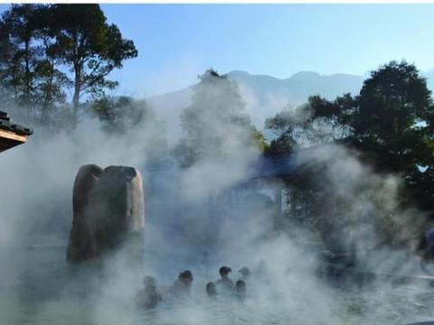 高山温泉,静心养性,成为度假避暑胜地一大奇观,游客流连忘返