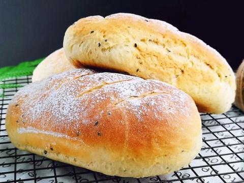家庭版黑芝麻奶香面包,基本没难度,奶香夹着芝麻香