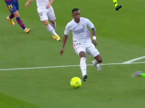 2020-21赛季,皇马主客场双杀巴萨,两回合梅西均未取得进球