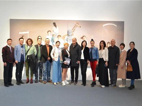 安堃油画艺术展在朗空美术馆开幕,用安静的画面记录时代的镜像