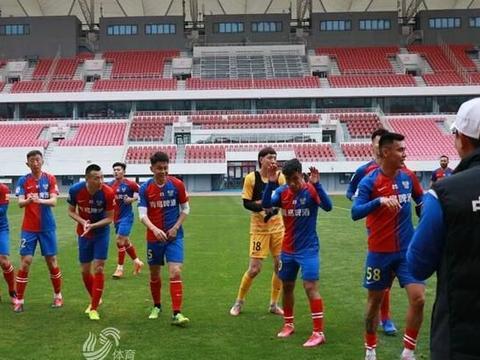 高翔梅开二度 热身赛青岛队2-1战胜青岛青春岛