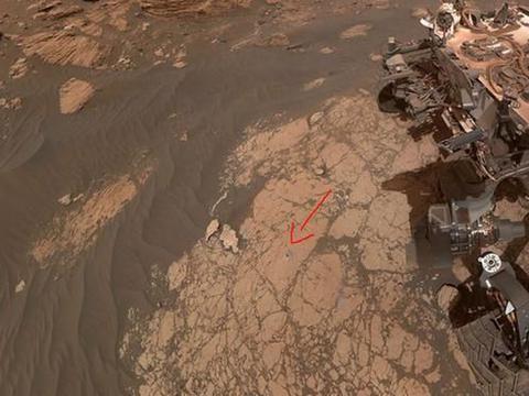 5500万公里外好奇号传回照片,火星车轮子开裂了,NASA:真实画面