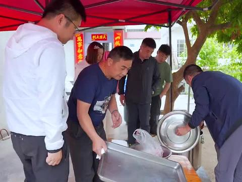 受邀参加央视美食中国拍摄,山哥带他们参观约有400年历史的祠堂