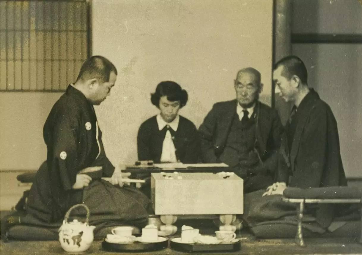 围棋最接近神的2个人:中国棋圣击败日本所有高手,石佛13年17冠
