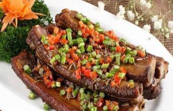 美食推荐:迷踪排骨、泡菜基围虾、铁板牛蛙制作方法