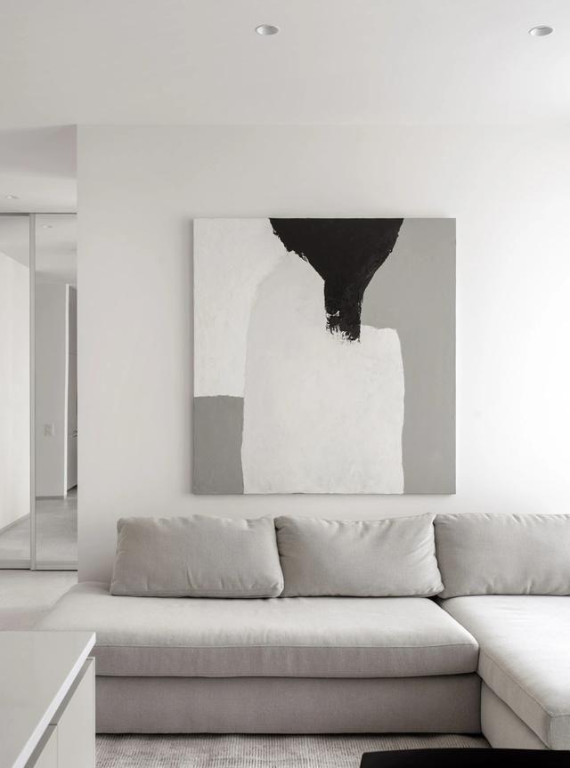 微水泥与原木质感,打造平和自然的极简小公寓