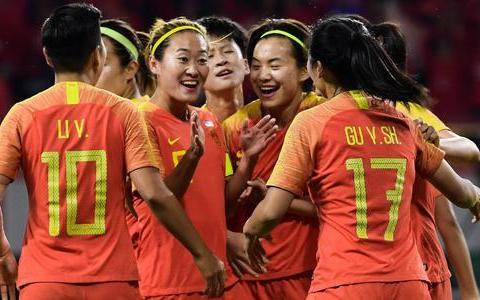 中国足球传来喜讯:女足球员做出正确决定,晋级奥运会稳了