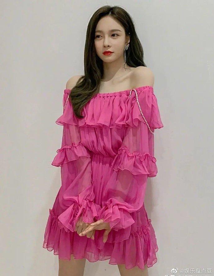 沈梦辰裙装集锦:气质高雅中透着一丝俏皮可爱满,你最喜欢哪一款