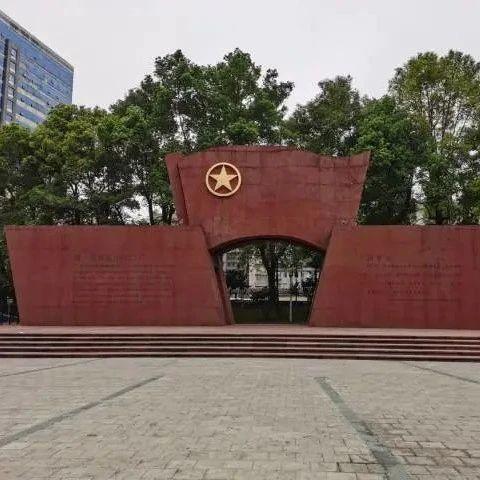 党史故事:触摸团一大纪念碑,重温青春燃烧的岁月
