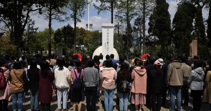 江苏经济报社、南京信息工程大学文学院赴泰兴联合开展党日活动