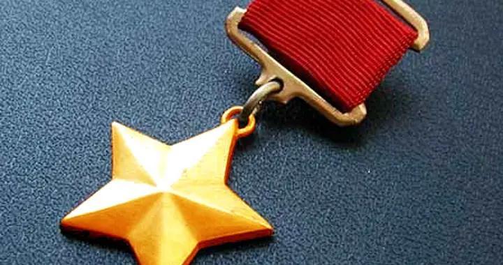 俄军允许军人佩戴苏军勋章,种类多达几十种,金星奖章级别最高