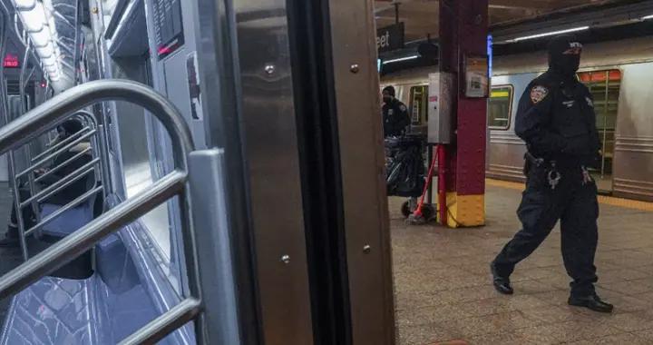 美媒:美亚裔女子两度险被推入地铁轨道 嫌犯逃跑后又折返企图再犯案