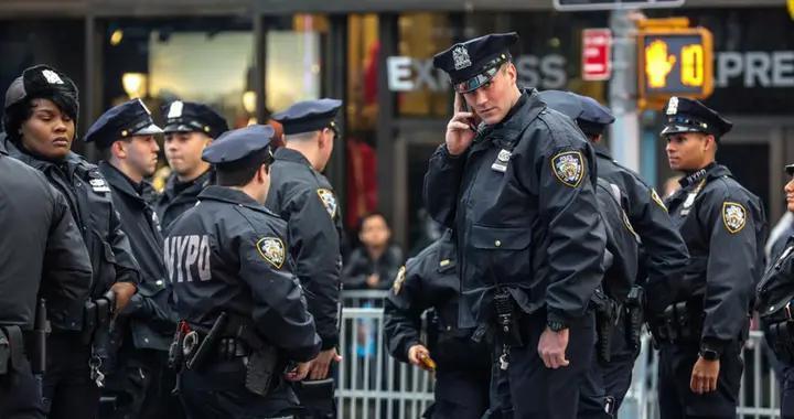 现场监控曝光,见证美警无防备被毒贩一枪爆头