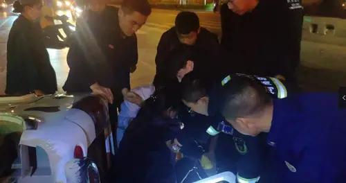 消防车前发生车祸 消防人员秒速救援