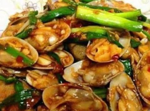 美食优选:洋葱回锅肉、豆角炒腊肉、腐竹炒肉、蒜香炒花甲的做法