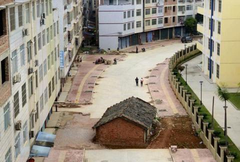 """宿舍变成""""养殖场"""",投诉无果只能在外租房,广东业主:想回家"""