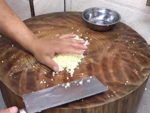 饭店的蒜蓉粉丝生蚝好吃,大厨告诉你详细做法,一看就会!