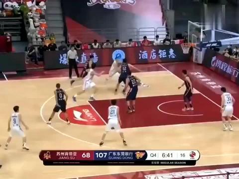 见识下广东队球霸刘权标,在球场上他的眼里只有球和篮筐