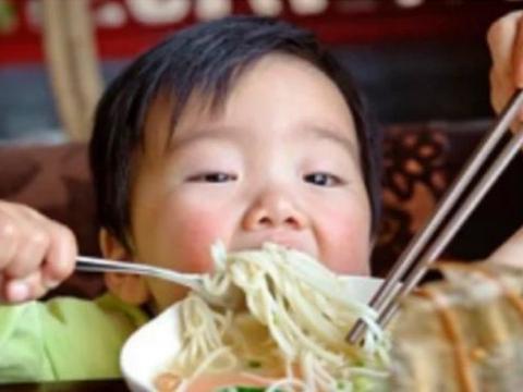 """饭桌2食物""""偷走""""孩子身高,比吃地沟油还可怕,多数父母当宝喂"""