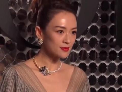 """刘雨昕才是""""合影王者"""",单看普通,和章子怡同框却凭杏仁脸取胜"""