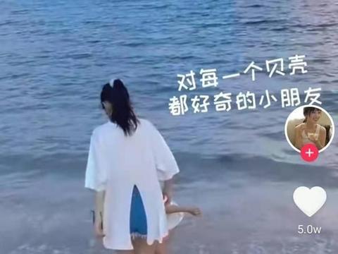 甜馨跟随妈妈沙滩玩,贾乃亮生日无反应,二人关系再出疑团