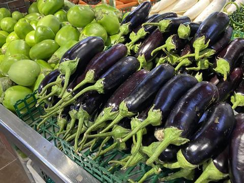"""买茄子,选""""圆茄子""""还是""""长茄子""""?区别挺大,买错难吃还浪费"""