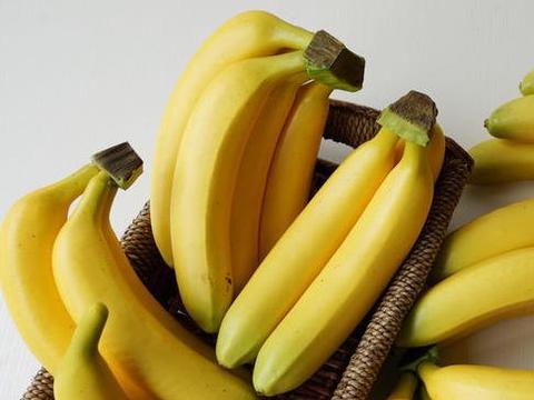 """挑香蕉,""""金黄""""好比""""长黑点""""好?很多人挑错,难怪多吃还便秘"""