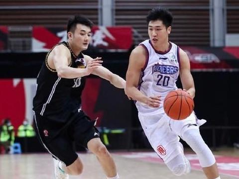 辽宁神射两战8三分,取代贺天举,杨鸣选对了,扮季后赛X因素