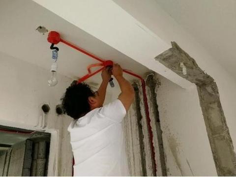 装修房子,水电走顶还是走地好?分清两种方式利弊再选择避免踩坑