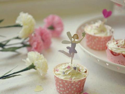 高颜值的蔓越莓杯子蛋糕,味道甜而不腻,满足可爱的少女心