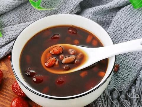 做法简单的红枣枸杞汤,很适合女人喝