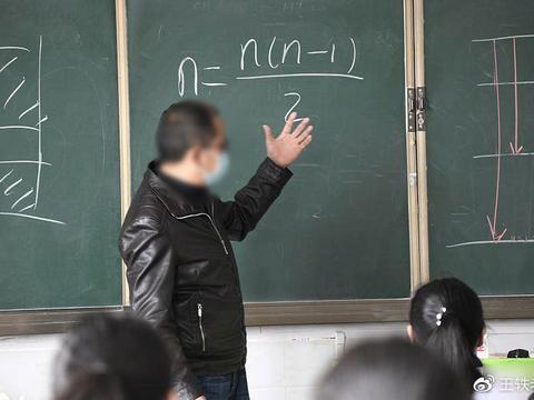 退休教师究竟能不能收费补课?人们分歧很大,这3点没法达成共识