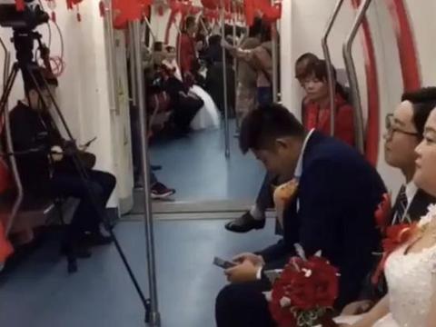 合肥3对新人用地铁当婚车,网友:最有排面的幸福专列