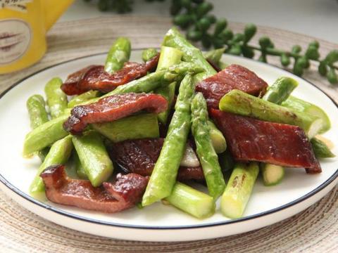 清新的竹笋加上咸香的腊肉,荤素搭配,美味又下饭