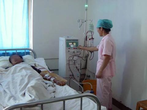 17岁少年,查出尿毒症,透析疼哭,医生心痛:一种小吃太坑人