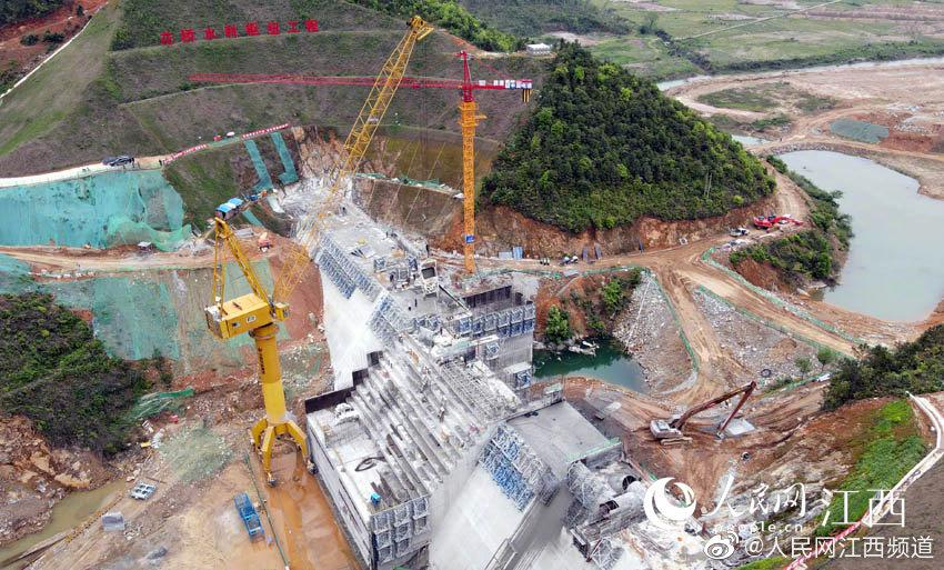 鹰潭花桥水利枢纽工程大坝浇筑至度汛高程
