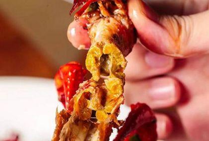 """小龙虾的头部,那么是""""虾黄""""还是""""屎""""?多数人都不懂得怎么吃"""
