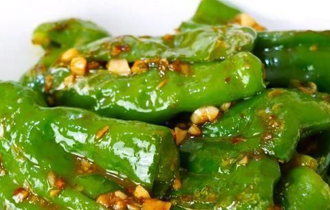 大厨教你虎皮青椒的家常做法,好吃不油腻,香辣过瘾下酒又下饭