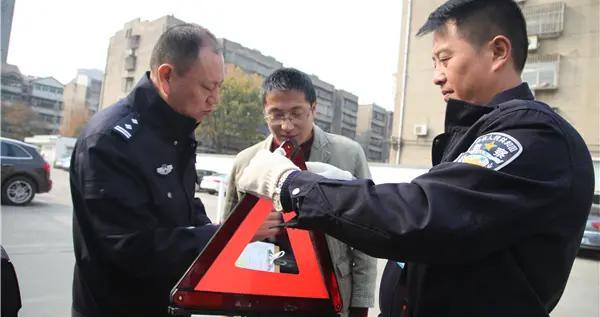 """江苏省徐州市铜山车管所转变职能深推""""放管服"""""""