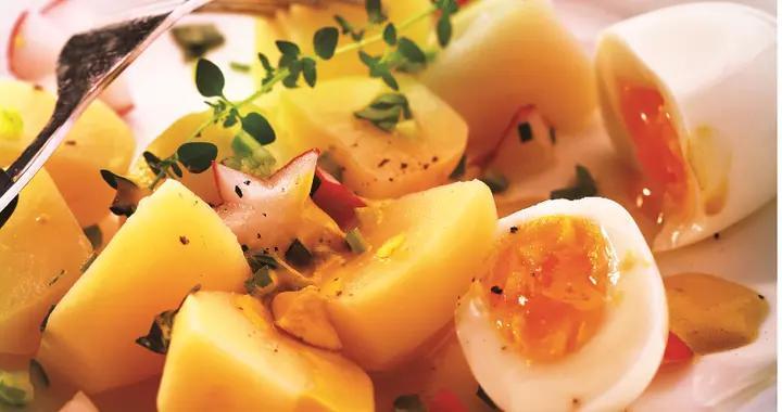 芥末酱蛋是一道法餐,土豆和鸡蛋看似普通,却被赋予了新颖的味道