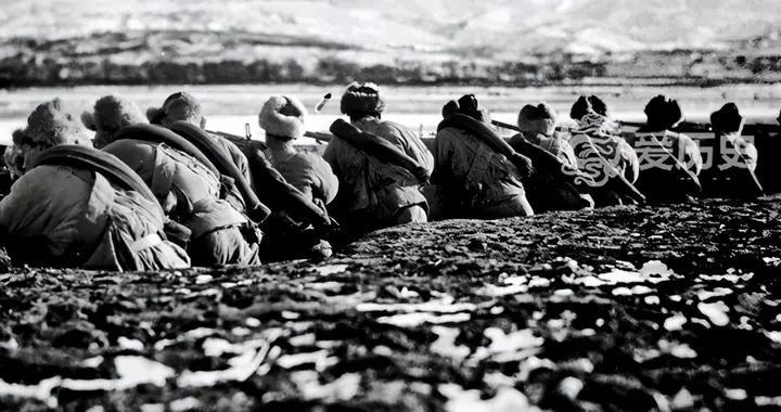 老照片:热河抗战中的东北义勇军 靠低劣的武器抵抗日寇