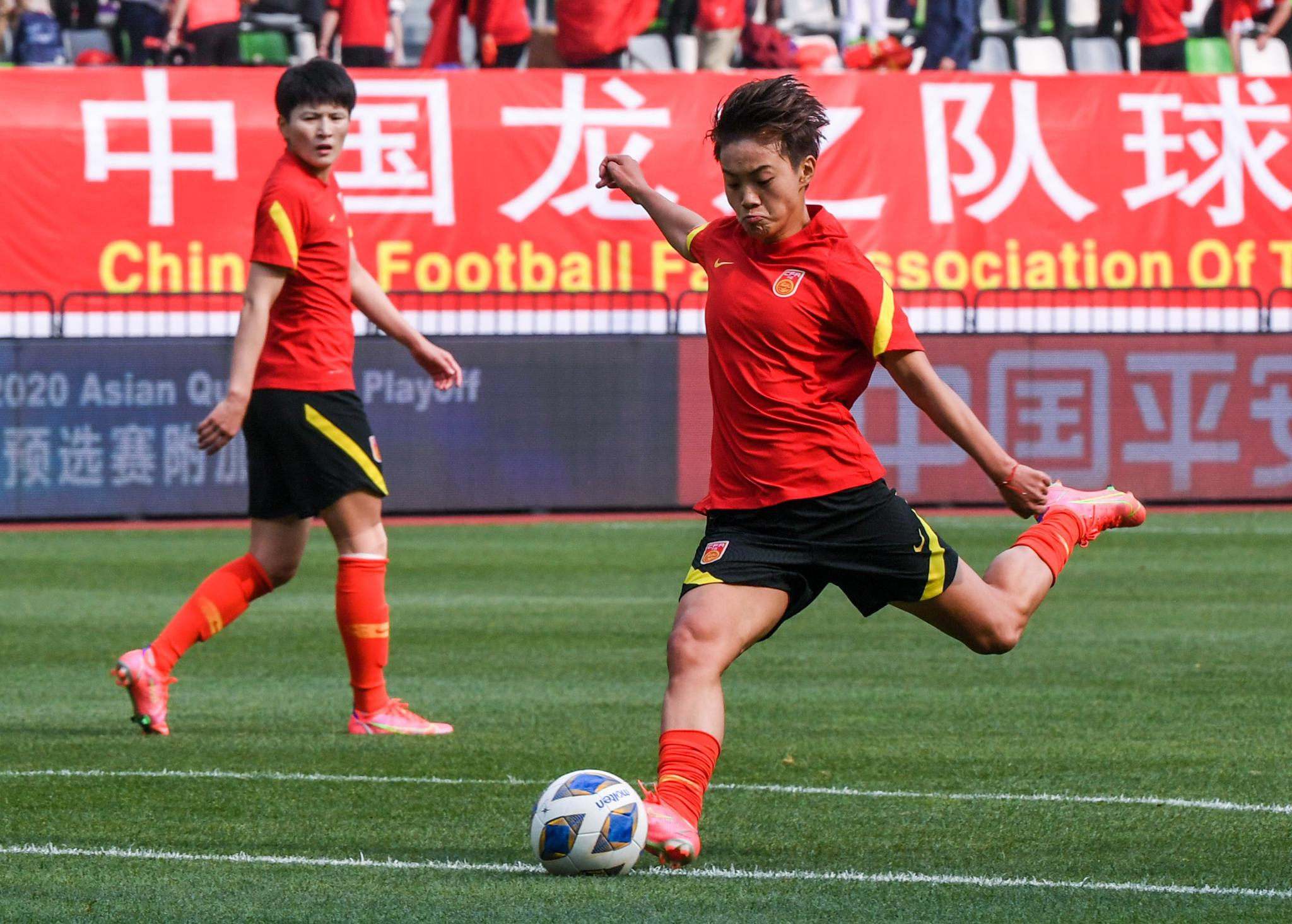 足球——奥运会女足预选赛附加赛次回合:中国队对阵韩国队